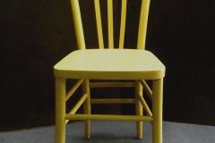 sedia gialla con calze